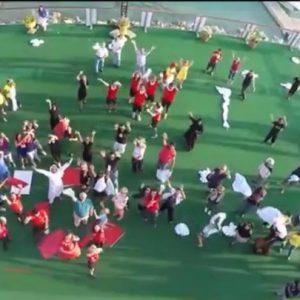flashmob-giant-words-en-abu-dhabi